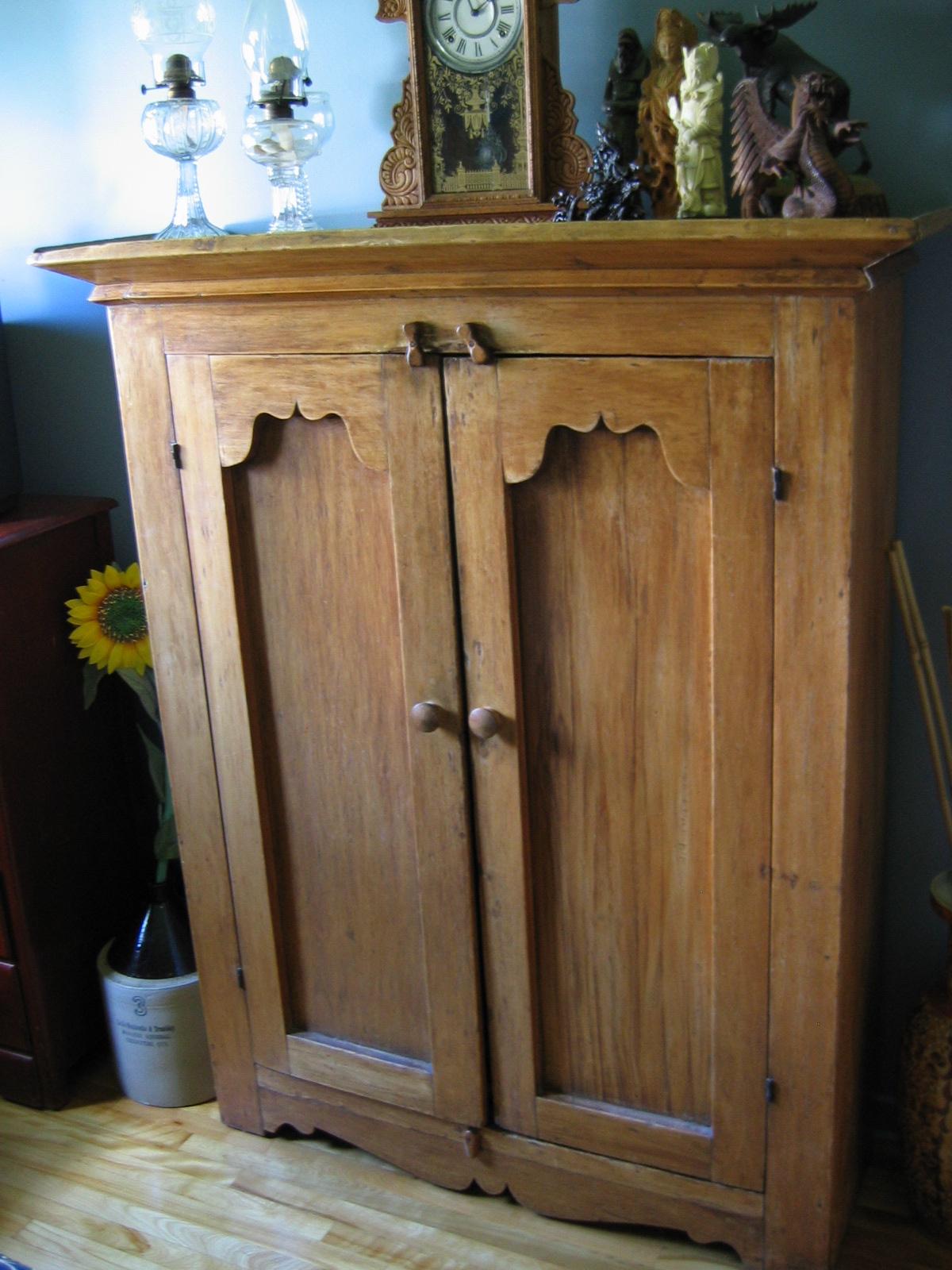 armoires antiquit s je me souviens. Black Bedroom Furniture Sets. Home Design Ideas
